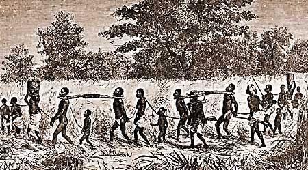 """Escravos """"cangados"""" (foto Net. Disponível em: www.tpissarro.com )"""