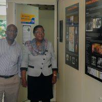 A vice-decana Luzia Milagres e Dr. José Nkossi, em visita ao NUER, março de 2015.